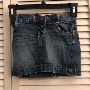 Old Navy denim skirt. Toddler Girl 4T. EUC